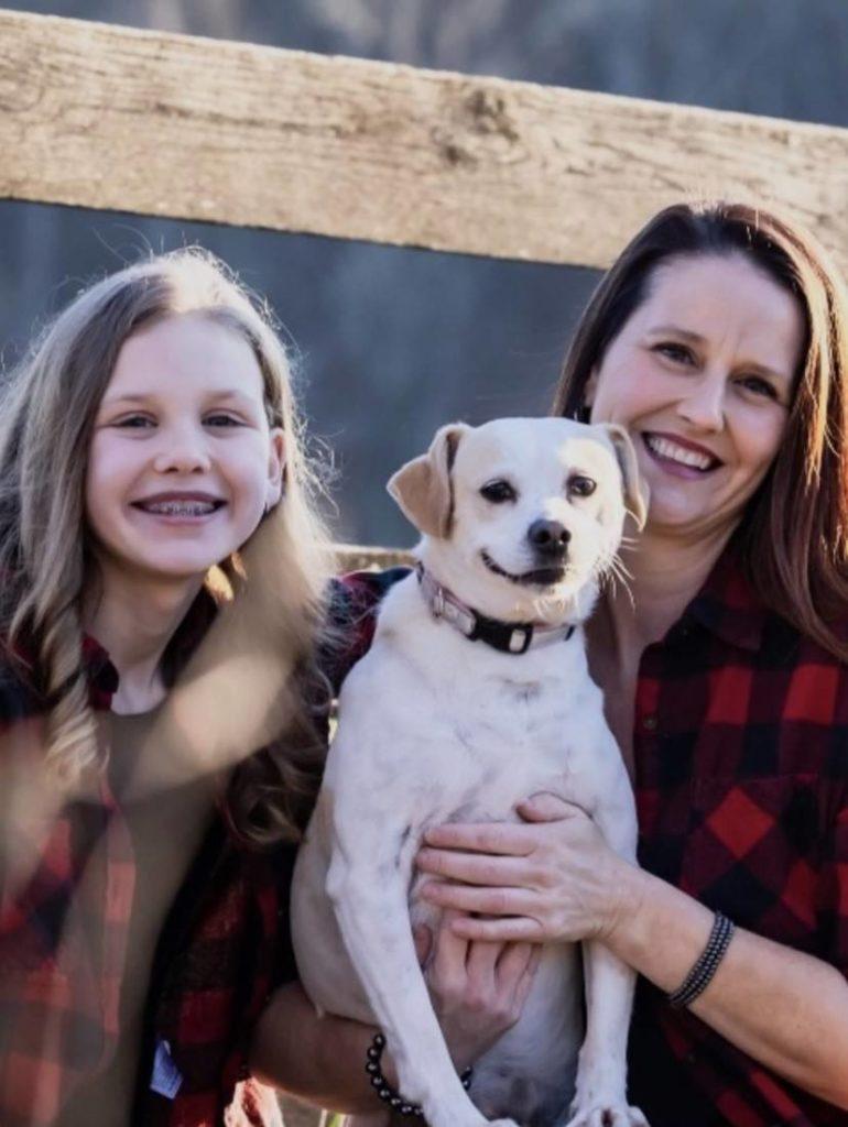 Melanie-Elliott-family1-770x1024
