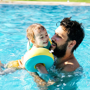 dad_and_baby_in_pool